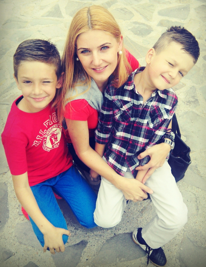 15 Sfaturi despre cum sa-ti ajuti copilul sa se imbracepotrivit!